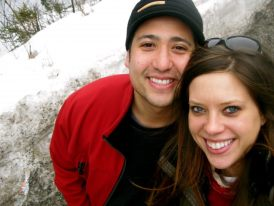 young-couple-skiing-selfie-in-love-wedding-blog